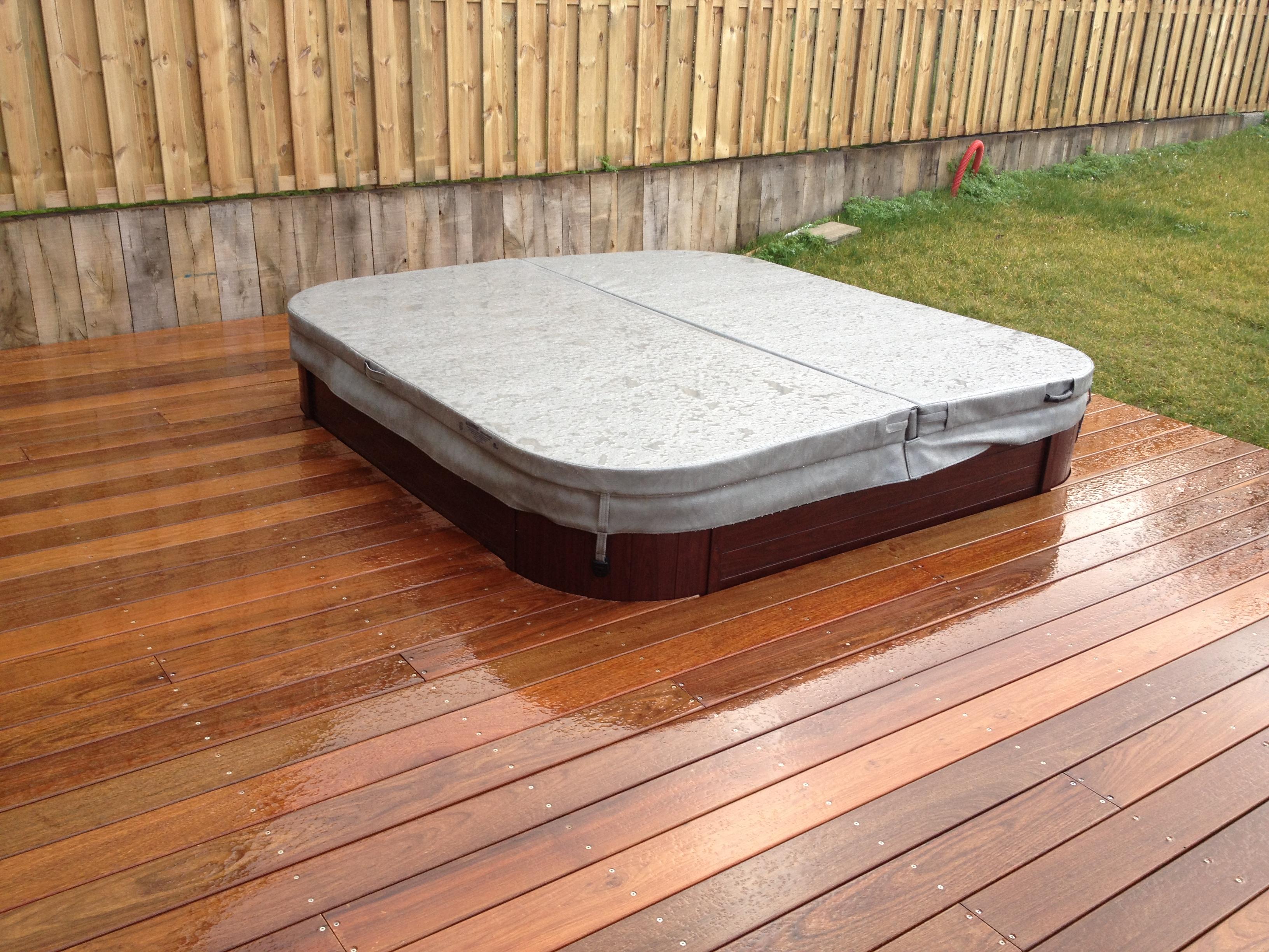 je choisis une terrasse bois exotique classe et robuste. Black Bedroom Furniture Sets. Home Design Ideas